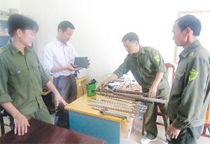 Thời gian qua LLCAX Nhuận Trạch (Lương Sơn) thu giữ nhiều hung khí sát thương nguy hiểm của các đối tượng ngoài địa bàn vào gây rối trật tự.