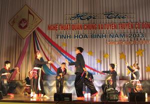 Trích đoạn Tết nhảy của người Dao của huyện Kim Bôi.