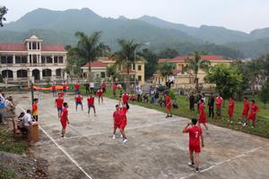 Giải vô địch bóng chuyền huyện Đà Bắc năm 2014 đã thu hút đông đảo VĐV tham gia.