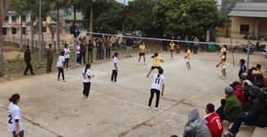 Bóng chuyền - một trong những môn thể thao thu hút đông đảo bà con xã Toàn Sơn tham gia luyện tập.
