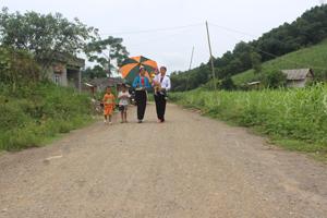 Tuyến đường xóm Môn, xã Bắc Phong (Cao Phong) được rải cấp phối thuận tiện cho việc đi lại, giao thương của đồng bào dân tộc vùng đặc biệt khó khăn.