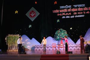 Với chủ đề tuyên truyền về xây dựng NTM, đoàn tuyên truyền, cổ động huyện Cao Phong đã đoạt giải A toàn đoàn tại hội thi tuyên truyền, cổ động tỉnh năm 2014. Ảnh: Đỗ Hà