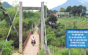 Cầu treo xóm Môn, xã Bắc Phong giúp việc đi lại, giao thương hàng hóa của người dân vùng đặc biệt khó khăn an toàn trong mùa mưa lũ.