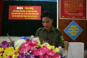 Anh Bùi Văn Cừ, xóm Đồng Bưng, Nhuận Trạch (Lương Sơn) trong hội nghị biểu dương cá nhân thực hiện công tác tái hòa nhập cộng đồng.