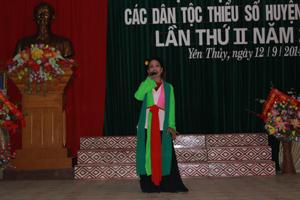 Tiết mục hát chèo được nghệ sỹ Phương Thảo, xã Ngọc Lương  (Yên Thủy) thể hiện đã mang đến màu sắc âm nhạc tại các hội diễn văn nghệ trên địa bàn.