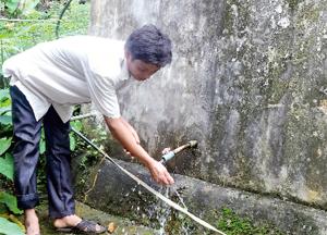 Từ các chương trình, dự án lồng ghép trên địa bàn, xã Lỗ Sơn (Tân Lạc) đã đầu tư xây dựng nhiều công trình NS&VSMT nâng cao chất lượng cuộc sống của người dân nông thôn. Hiện, xã có hơn 90% hộ dân được dùng nước sinh hoạt hợp vệ sinh.