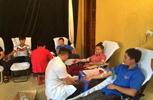 ĐV- TN huyện Mai Châu tham gia hiến máu tình nguyện tại Ngày hội.