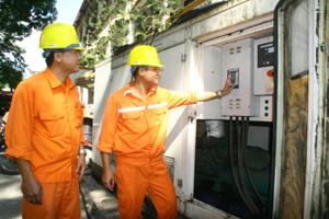 Điện lực thành phố Hòa Bình trang bị thêm máy phát điện 250kVA-0,4kV đảm bảo cung cấp điện liên tục trong thời gian diễn ra Đại hội Đảng bộ tỉnh Hòa Bình lần thứ XVI, nhiệm kỳ 2015 - 2020.