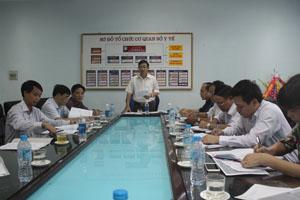 Đồng chí Bùi Văn Cửu, Phó Chủ tịch UBND tỉnh, trưởng Ban chỉ đạo phòng chống tác hại thuốc lá phát biểu tại buổi họp.