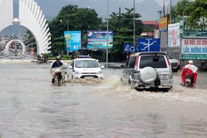 """Khu vực này được coi là """"điểm nghẽn"""" của thành phố mỗi khi mùa mưa bão. Mặc dù đã được các cơ quan báo chí cảnh báo về vấn đề này nhưng chưa được cải thiện. Rất mong các cơ quan chức năng sớm vào cuộc để khắc phục sự cố này."""