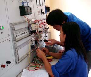 Trường trung cấp nghề Hòa Bình chú trọng nâng cao chất lượng đào tạo nghề cho sinh viên chuyên ngành điện công nghiệp.